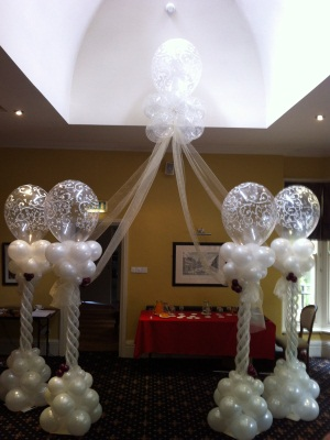 6 great wedding balloon decoration ideas the hipster bride centrepiece 2 towering table centerpieces with big round balloons junglespirit Choice Image
